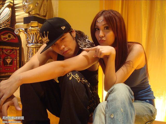 杰伦和《蛇舞》MV的演员合照 人气:1451