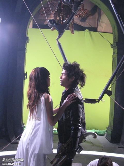 《龙战骑士》MV拍摄花絮图(更新) 人气:961