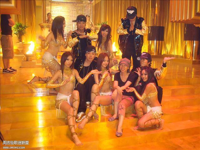 杰伦和《蛇舞》MV的演员合照 人气:1314