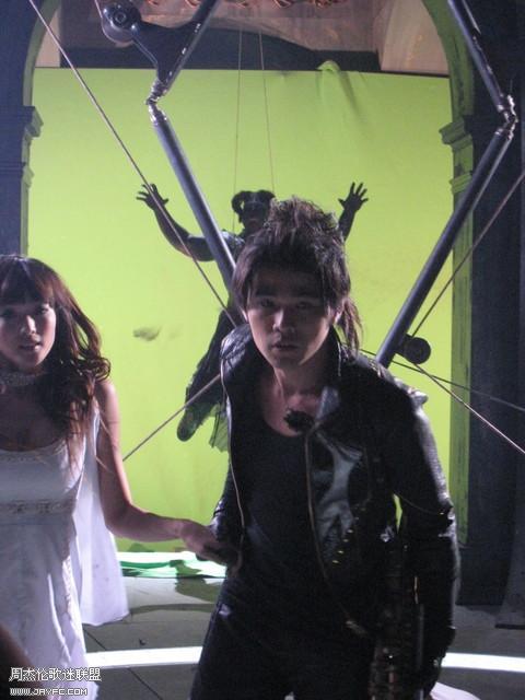 《龙战骑士》MV拍摄花絮图(更新) 人气:933