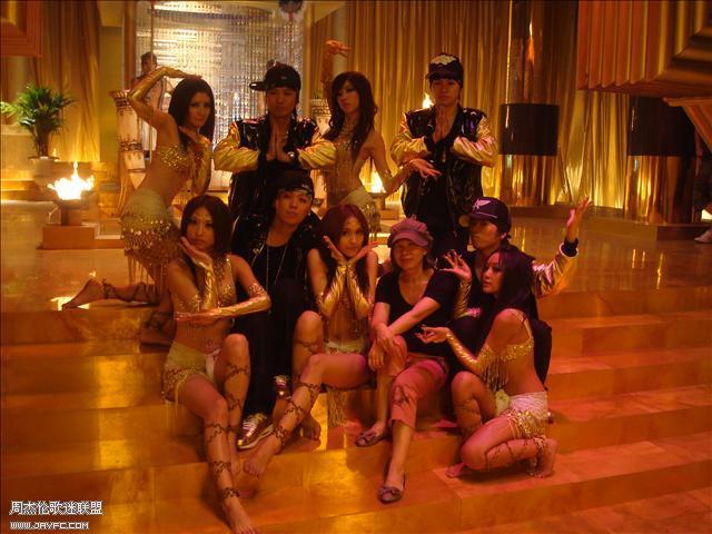 杰伦和《蛇舞》MV的演员合照 人气:1247