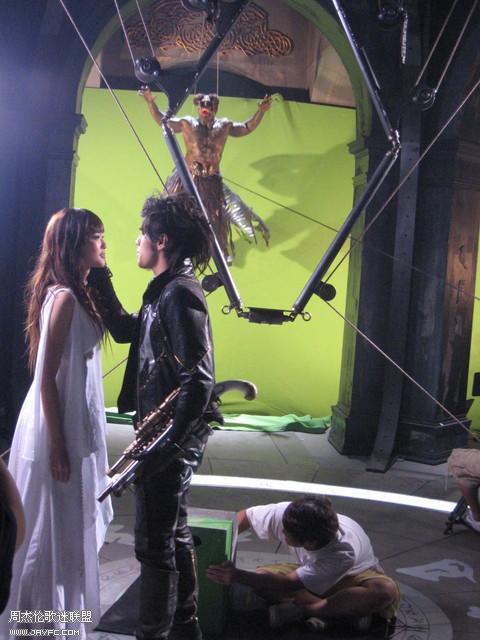 《龙战骑士》MV拍摄花絮图(更新) 人气:989