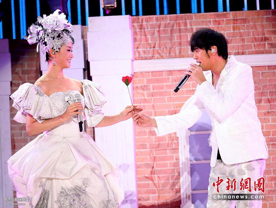 杰伦出席宋祖英上海世博音乐会 人气:1591