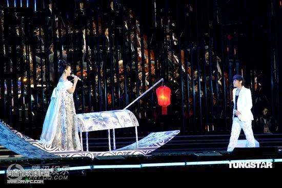 杰伦出席宋祖英上海世博音乐会 人气:1590