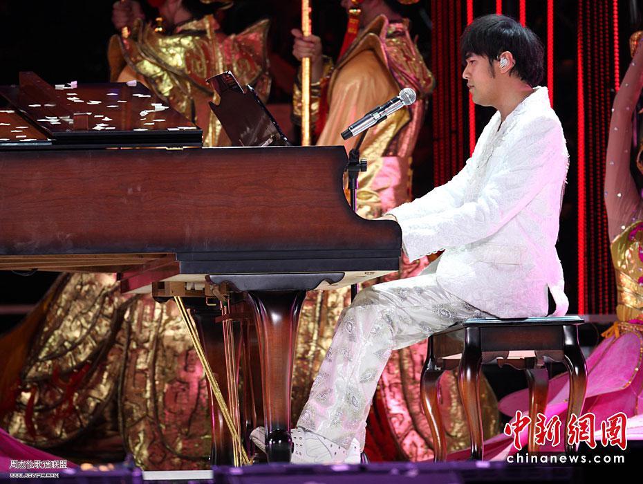 杰伦出席宋祖英上海世博音乐会 人气:1581