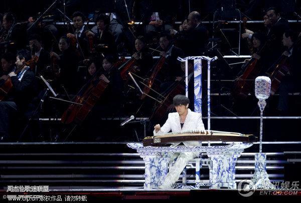 杰伦出席宋祖英上海世博音乐会 人气:1699
